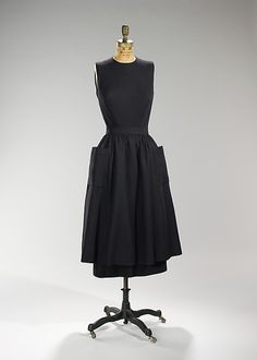 Dinner dress, Designer: Norman Norell (American, Noblesville, Indiana New York) Manufacturer: Traina-Norell (American, founded Date: ca. Vintage Outfits, Vintage Style Dresses, Vintage Clothing, 1950s Style, 1950s Fashion, High Fashion, Vintage Fashion, Evening Blouses, Country Fashion