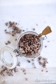 Nach diesem Sommerfrühstück werdet auch ihr süchtig: Schokoladen-Rawnola. – Liebesbotschaft Blog