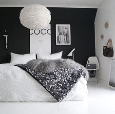 Some serious black and white 🙌🏼 ・・・ 📷 Bedroom Inspo, Home Decor Bedroom, Home Interior, Interior Design Living Room, Cosy Room, Bedroom Wall Colors, Beautiful Bedrooms, New Room, Dream Bedroom