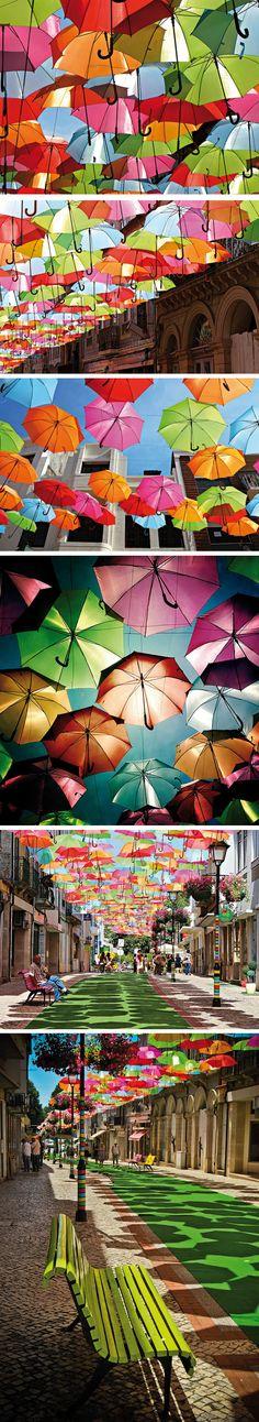Installation-parapluie-colorés