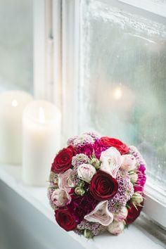 Edle Blumenliebe in Beerenfarben und Naturtönen | Hochzeitsblog The Little Wedding Corner