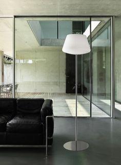 Hat egy modern, álló lámpa tejüveg burával és fényes króm szerkezettel. Decor, Home Decor, Lamp, Lighting