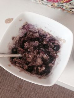 Porridge and blueberries