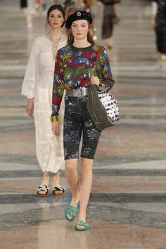 Chanel Resort 2017 Fashion Show - Roos Abels