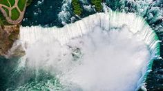 Les chutes du Niagara vues du ciel: une compagnie d'hélicoptères propose un survol de 15 minutes. A faire absolument!