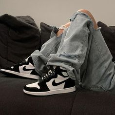 Air jordan black and white shoes sneakers Zapatillas Nike Jordan, Tenis Nike Air, Nike Air Shoes, Nike Socks, Nike Shoes Outlet, Aesthetic Shoes, Aesthetic Clothes, Urban Aesthetic, Beige Aesthetic