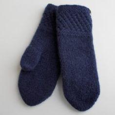 Tova votter - Spildra - Marineblå Slippers, Socks, Knitting, Shopping, Fashion, Moda, Tricot, Fashion Styles, Breien
