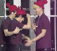 Sehun know what the fans want. All hail Sehun captain of the baekyeol ship. Lol