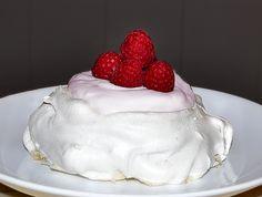 Meringue bowl Catering Business, Summer Fresh, Vanilla Sugar, Meringue, Sweet Tooth, Sweets, Baking, Cake, Merengue