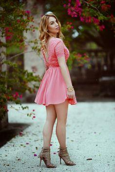 Gorgeous dress, love the look. http://www.handbagmadness.com
