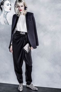 See the complete Lanvin Resort 2016 collection.