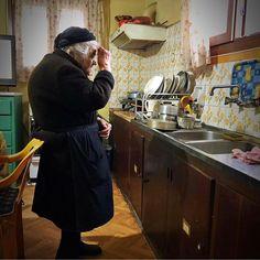 Η γιαγιά προσεύχεται φωτό Δημήτρη People, People Illustration, Folk