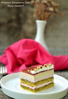 pistachio and strawberry cake Something Sweet, Pistachio, Yummy Cakes, No Bake Cake, Beautiful Cakes, Vanilla Cake, Strawberry, Baking, Desserts