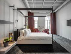 Kiev's BURSA hotel pays homage to Bauhaus design Design Bauhaus, Bauhaus Style, Guest Suite, Modern Room, Modern Living, Small Rooms, Interiores Design, Cheap Home Decor, Bedroom Furniture