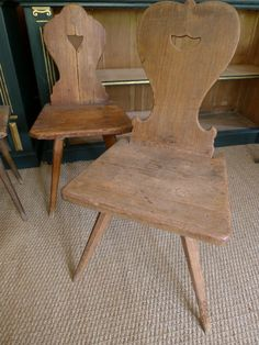 Tyrolean Pine Kichenside Chairs | 272662 | Sellingantiques.co.uk Pine Chairs, Outdoor Chairs, Kitchen Chairs, Dining Chairs, E Piano, Bohemian Living Rooms, Stylish Chairs, Wood Stool, Furniture Inspiration
