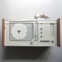 Braun Electrical Audio by Das programm Little Designs, Cool Designs, Dieter Rams Design, Braun Dieter Rams, Radios, Music Machine, Braun Electrical, Interface Design, Technology Gadgets