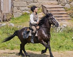 Watch out, America, there's a new heartthrob in town and his name is Ross Poldark. How do we even begin to to explain Ross Poldark? Ross Poldark is flawless. Poldark 2015, Demelza Poldark, Ross Poldark, Poldark Actors, Poldark Series, Aidan Turner Funny, Aiden Turner, Adrian Turner, Ross And Demelza
