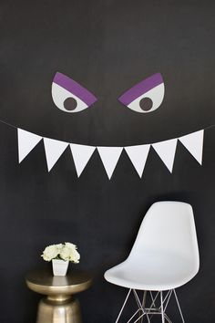 Easy + Inexpensive Halloween Decorating Ideas http://www.diynetwork.com/how-to/make-and-decorate/decorating/2015-pictures/7-diy-decor-ideas-for-halloween >>