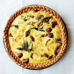 Caramelized garlic, spinach and cheddar quiche. The garlic whole heads!) turns nutty-sweet, and the braided crust looks pretty. Quiches, Tart Recipes, Cooking Recipes, Quiche Recipes, Spinach Recipes, Brunch Recipes, Cheese Recipes, Breakfast Recipes, Vegetarian Recipes