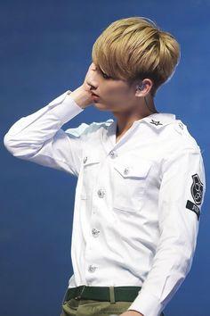 cr: @theinnocence_J #jun #junhui #seventeen