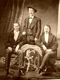 Wild Bill Hickok, Texas Jack Omohundro, and Buffalo Bill. Texas History, Us History, American History, History Pics, Family History, Vintage Photographs, Vintage Photos, Vintage Ads, Old West Outlaws
