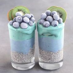AQUA Smoothie Cups by @naturally.jo ✨ Smoothie layers topped with frozen blueberries & kiwis, chia pudding at the base Smoothie made with frozen bananas, butterfly pea powder and matcha. Ocean inspired breakfast!⚡️✌
