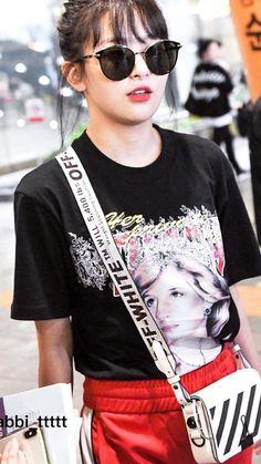 """seulgi's finest airport outfits a thread ✨"" Kpop Girl Groups, Kpop Girls, Korean Beauty Girls, Cute Lazy Outfits, Red Velvet Seulgi, Airport Style, Airport Outfits, Airport Fashion, Jennie Blackpink"