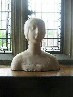Escultura de Anne Boleyn en la exhibición en el castillo de hever.