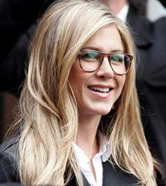 Jennifer Aniston looks good in nerd glasses :)