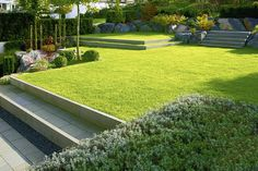 Modern garden architecture – minimalist, formal, puristic (Garden and Ideabooks BJVV) - All About Landscape Steps, Modern Landscape Design, Garden Landscape Design, Modern Landscaping, Backyard Landscaping, Tiered Landscape, Back Gardens, Outdoor Gardens, Design Tropical