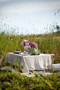 'Perhaps the perfect picnic lunch' From Marina's lifestyle blog - The Linen Works