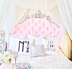 Hello lovelies! It wouldn't be quite the new year without wrapping up my favorite styled decor from Instagram for the month of December! Just as much as I love sharing my personal takes on fashion I love being able to share how I style my home and current spaces in my home... #becomegirly #dogirly