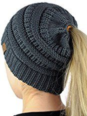 Learn to loom knit your own Messy Bun Hat by following along with this loom knitting tutorial by PurlingSprite. The Messy Bun hat is all the rage on Facebook and Pinterest right now and PurlingSp…