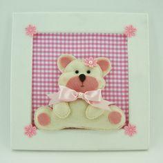 Quadro enfeite decoração para quarto de bebê, em MDF pintado de branco, com ursinho em feltro. Poder ser feito na cor que vc desejar.                                                                                                                            Mais