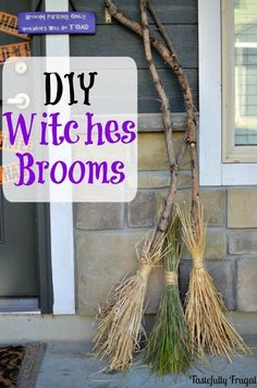 diy witches brooms, halloween decorations, home decor, seasonal holiday decor DIY Hexen Besen. Theme Halloween, Holidays Halloween, Halloween Treats, Halloween Diy, Outdoor Halloween, Vintage Halloween, Hocus Pocus Halloween Decor, Rustic Halloween, Spooky Halloween Decorations