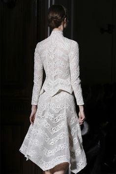 Valentino Spring 2013 Couture  Fonte: phe-nomenal  #fashion #valentino #spring 2013 couture #parisfashionweek #pfw