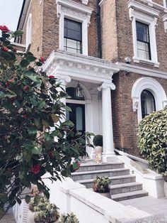 Gorgeous front door in London. Victorian Townhouse, London Townhouse, Victorian Homes, London Wall, London House, European Home Decor, European House, Townhouse Exterior, Windsor House