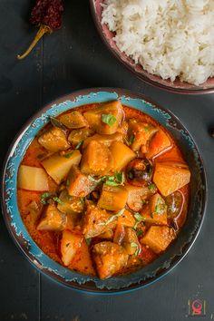 Chettinad Kathirikai Urulaikizhanghu Kara Kuzhambhu - Chettinad Spicy Brinjal Potato Curry
