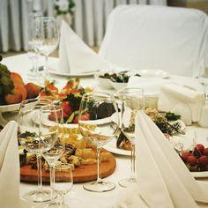 Пятница - именно тот день, когда стоит собраться компанией и насладиться изысканной кухней и приятной атмосферой. #restaurant #Voyager #hotelOVIS #fridaynight #рестораны_Харькова #посиделки #кухня #cuisine #food