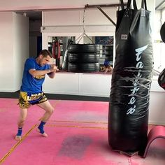 Boxing Training Workout, Mma Workout, Muay Thai Training, Kickboxing Workout, Muay Thai Martial Arts, Martial Arts Workout, Martial Arts Training, Mixed Martial Arts, Self Defense Moves