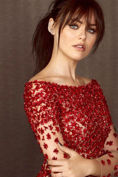 10 Super Ideas of Full Fringe Hairstyles Only for You We know that, hairstyles vary according to length of hair. And so, many women get tensed about, what kind of hairstyle will be better for her according to her length. But this full fringe ha Full Fringe Hairstyles, Bob Hairstyles, Haircuts With Fringe, Medium Hairstyles With Bangs, Fringe Haircut, Square Face Hairstyles, Trendy Hairstyles, Straight Hairstyles, Medium Hair Styles