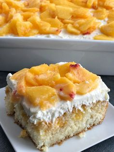 Peaches and cream poke cake! French vanilla cake soaked in fresh peaches, light and fluffy cream cheese whipped topping, topped with fresh peaches. Peach Cake Recipes, Poke Cake Recipes, Strawberry Recipes, Jello Parfait, Köstliche Desserts, Delicious Desserts, Dessert Recipes, Summer Desserts, Poke Cakes