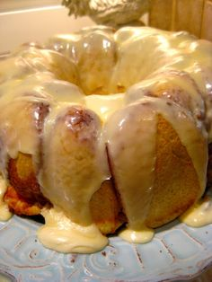 Cinnamon Pull-apart Bread made with frozen rolls...looks so delicious and easy!