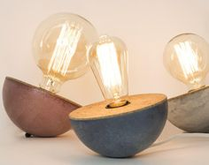 Culbuto, lampe en béton et liège