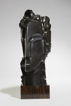 "SYRACUSEBronze à patine noire reposant sur un socle en ébène. Edition réalisée sur 8 exemplaires, 2014. Signé et daté.Sculpture in bronze, black patina, on an ebony base. Edition of 8, cast in 2014. Signed and numbered.H : 69,5 cm (27,5"") B: 29 x 25cm (10,5""x 9,9"")"