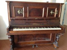 Would die for a vintage piano like this!