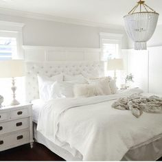 Wall color with wainscoting