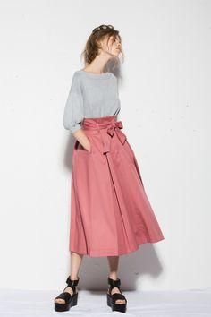 27 spring fashion to update you wardrobe today 4 Fashion 2017, Love Fashion, Spring Fashion, Fashion Outfits, Womens Fashion, Fashion Trends, Trending Fashion, Furisode Kimono, Elegant Outfit