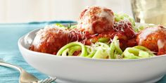 Turkey Meatballs with Zucchini Noodles: You don't have to say goodbye to pasta forever. Just simply substitute this classic Italian dish with turkey meatballs and zucchini noodles. Zucchini Noodle Recipes, Healthy Pasta Recipes, Healthy Pastas, Zucchini Noodles, Cooking Recipes, Zucchini Spaghetti, Diner Recipes, Veggie Noodles, Healthy Dinners