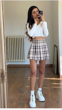 Knee Socks Outfits, School Skirt Outfits, Cute Casual Outfits, Pretty Outfits, Winter Fashion Outfits, Fall Outfits, Skater Skirt Outfit, Clothing Hacks, Outfit Goals